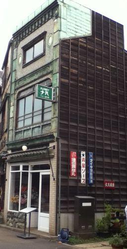 DJ LOVEさんがテレビを投げてた建物.jpg